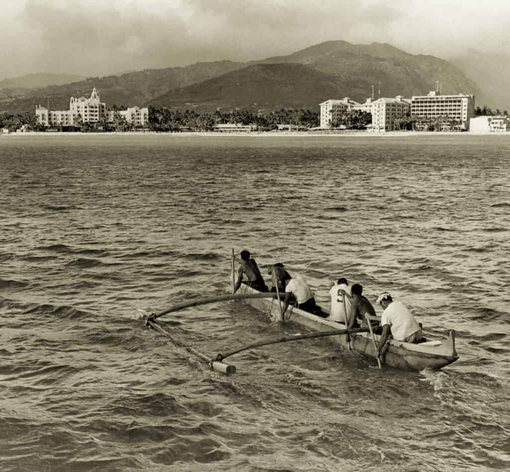 1952 Image of Paddlers from Molokaʻi-Oʻahu through the Years